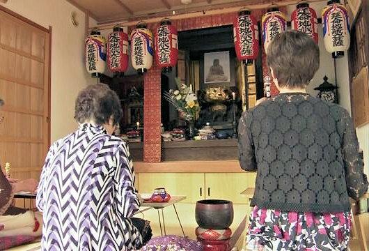 地蔵像が博物館へ預託された後、厨子の前には写真が祀られている