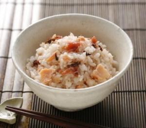 梅と鮭の混ぜご飯