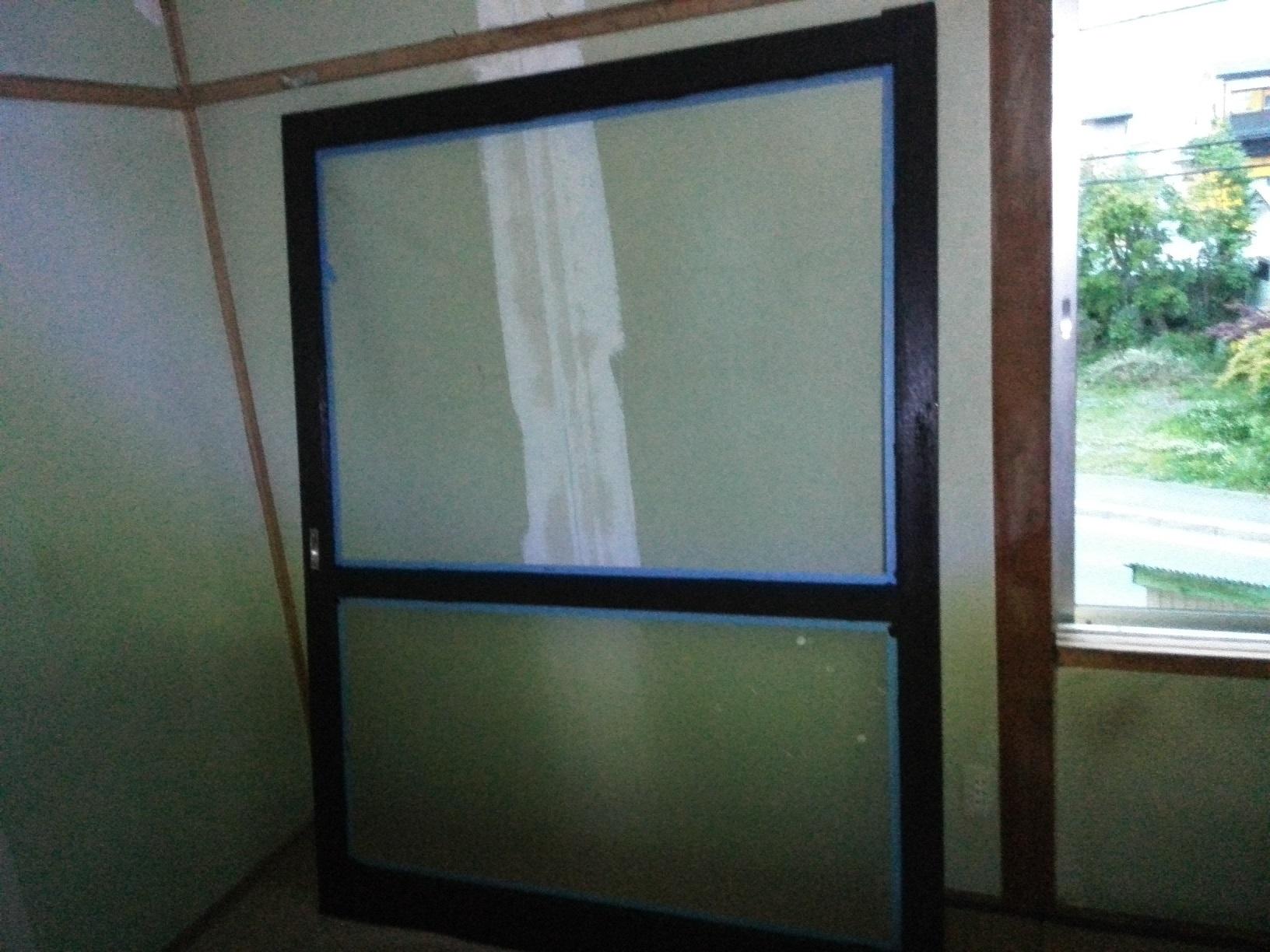 愛国アパート 窓木部塗装1