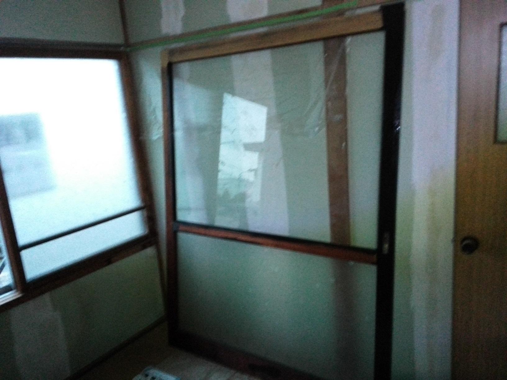 愛国アパート 窓木部塗装2
