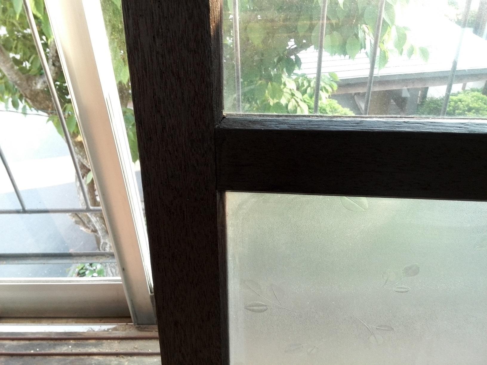 愛国アパート 窓木部仕上がり2