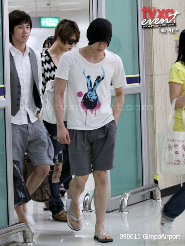 090615_tvxq_airport_yuchun_21.jpg