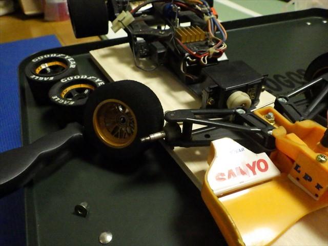 RCカーの部品 タイヤ交換