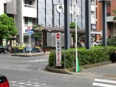 亀戸駅東側乗り場・進入禁止標識と看板