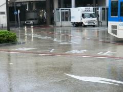 溝の口駅南口バス乗り場待機スペース一般車両進入禁止道路表示
