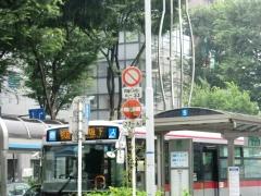 武蔵小杉駅北口バス乗り場一般車両進入禁止標識