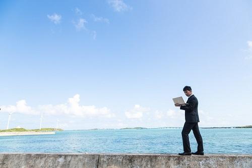 南の島で電波を求めて歩くポケットWi-Fiトラベラー