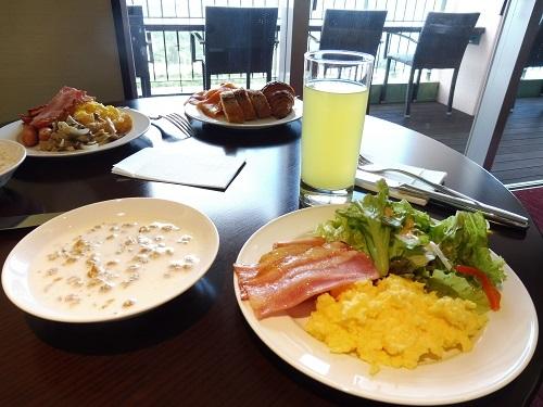 オーシャンラウンジで無料の朝食