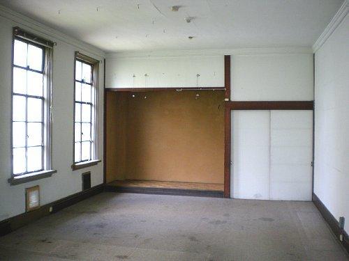旧岡谷市役所・2F委員室①