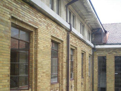 旧岡谷市役所・外壁2