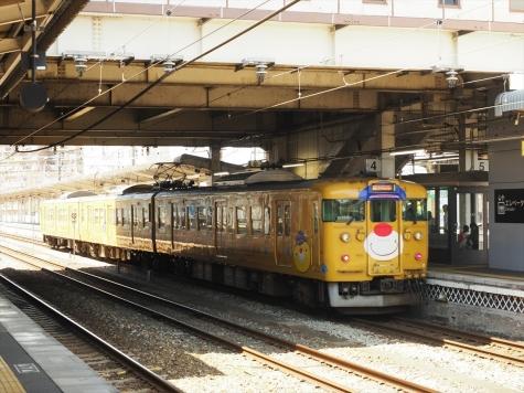 JR西日本 115系 「吉備之国くまなく旅し隊」ラッピング