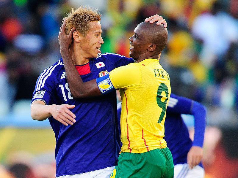 Samuel-Eto-o-Keisuke-Honda-Cameroon-World-Cup.jpg