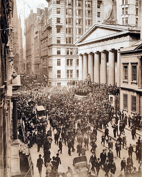 1907年10月の金融危機でウォール街に集まった群衆。