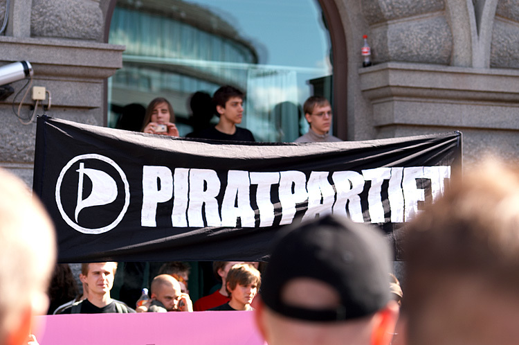 スウェーデン海賊党のデモ隊