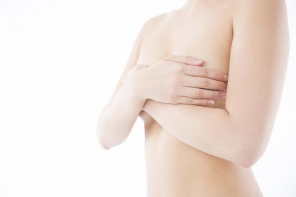 女性 胸 2
