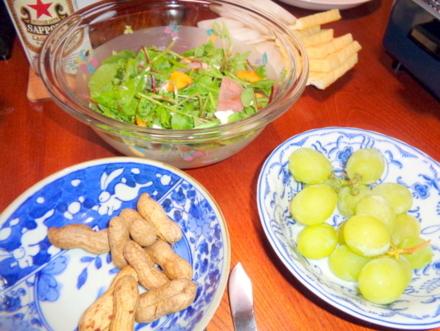 グリーンリーフのサラダ 生ハムと柿をそえて