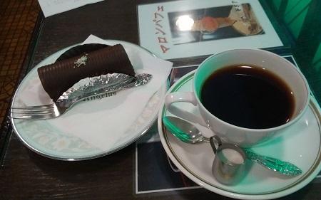 アンヂェラス コーヒーとロールケーキ