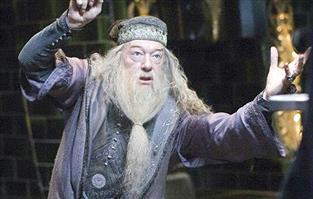 ダンブルドア「ハリーー!!ホグワーツに入れーー!!」ドン!!!!!ハリー「こ、校長らァ・・・」ポロポロ
