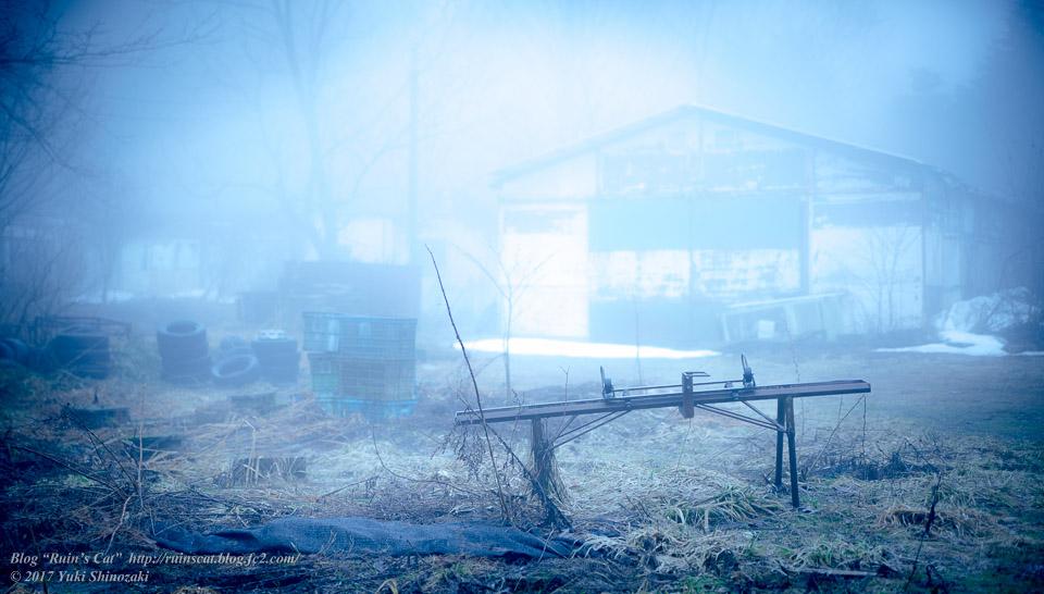 【廃墟】萬治キノコ牧場_ベンチのある風景