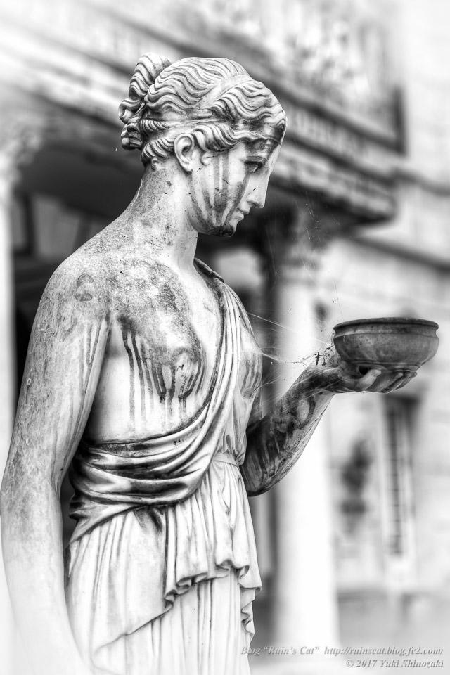 【廃墟】イナチュウ美術館(漆喫茶ルネッサンス)_彫像