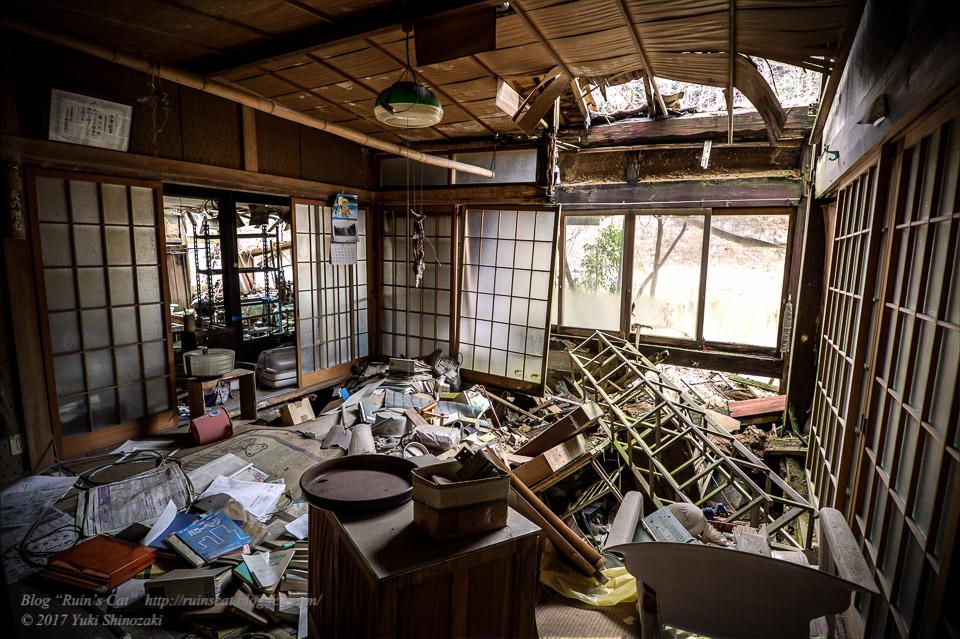 【廃墟】旧藤川邸_中央の居間