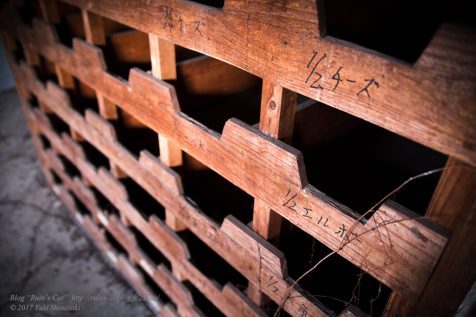 【廃墟】指宿ソーイング_配管部品用の棚