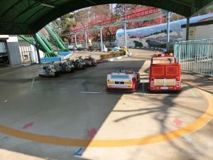 華蔵寺公園遊園地前13
