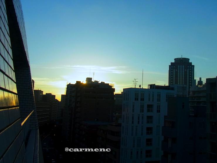 夕方壁に夕日