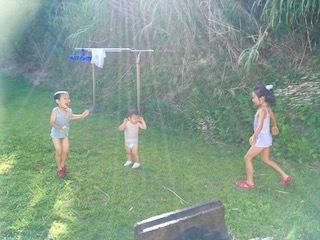 バンガロー庭で水遊び3