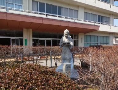 田上小に復活しました二宮金次郎像