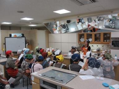 にぎやかな調理教室