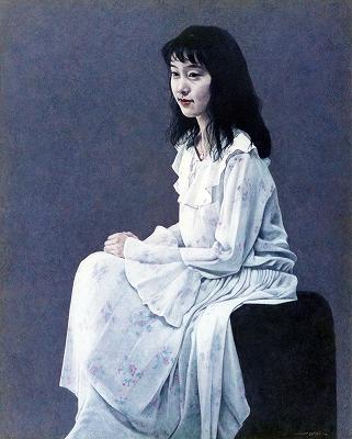 白いドレスの人