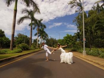 結婚式から走る人