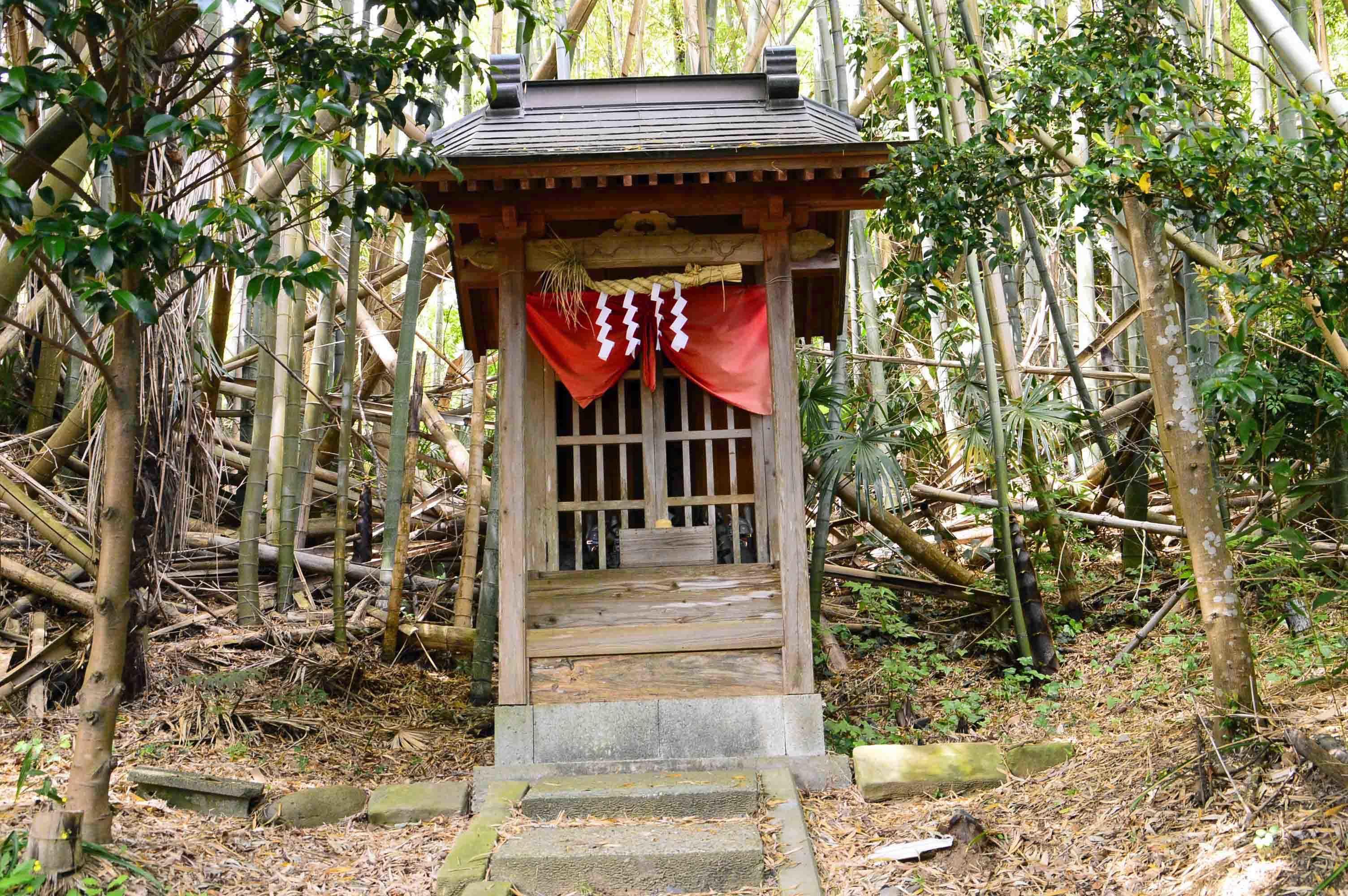 _DSC0120 東側の稲荷神社