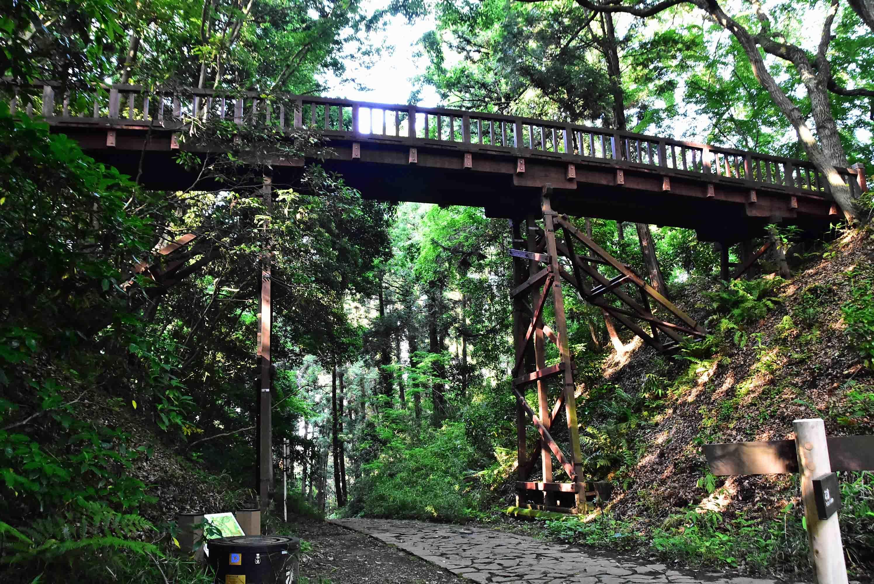 滝山城 本丸にかかる曳橋(復元)