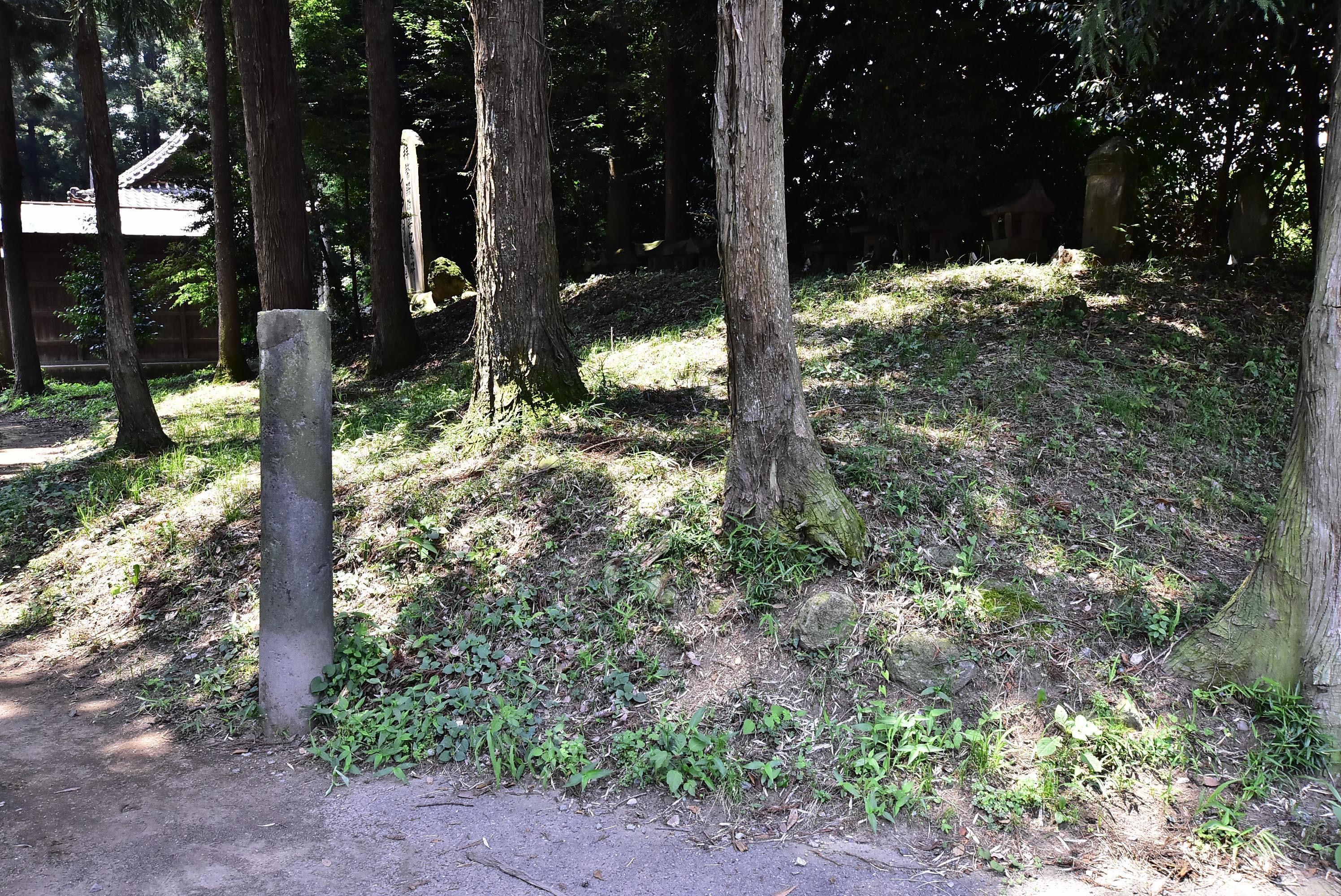 女淵城 三ノ丸 五霊神社西側の土塁