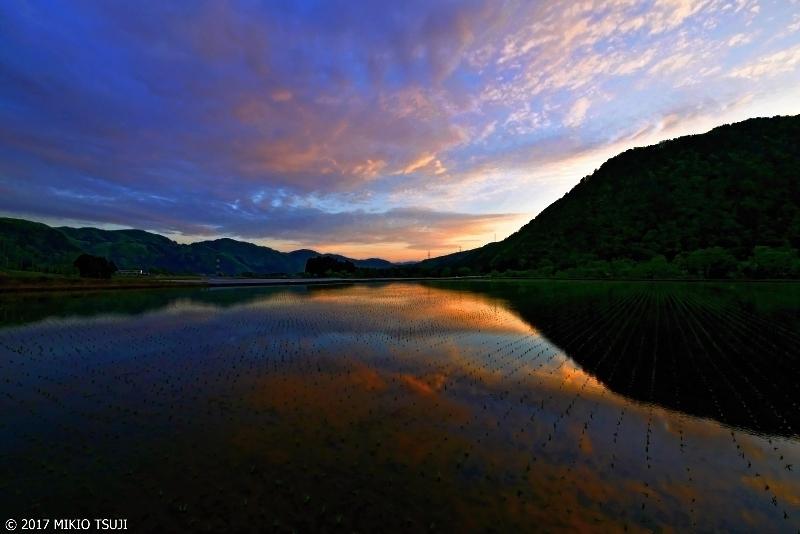 絶景探しの旅 - 0217 輝きだす雲龍山と鏡の水田 (石川県 白山市)