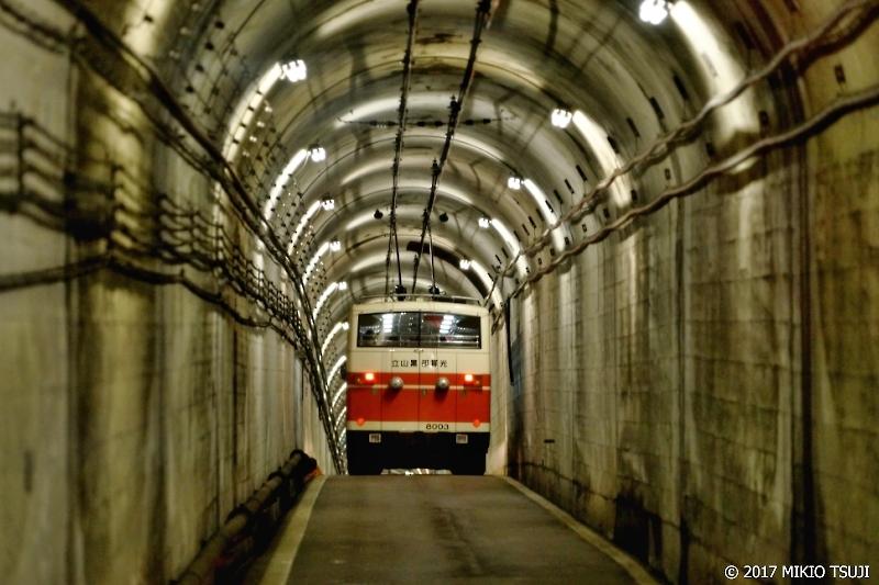 絶景探しの旅 - 0235 標高2400mを抜ける立山トンネルトローリーバス (立山黒部アルペンルート 富山県立山町)