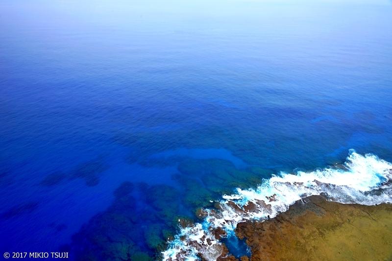 絶景探しの旅 - 0257 空からの引き潮の海は宇宙から見るような青い海 (奄美大島 鹿児島県奄美市)